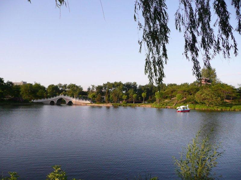 山海关景区被评为第一批 4a级旅游景区;2001年,国务院下文将秦皇岛市